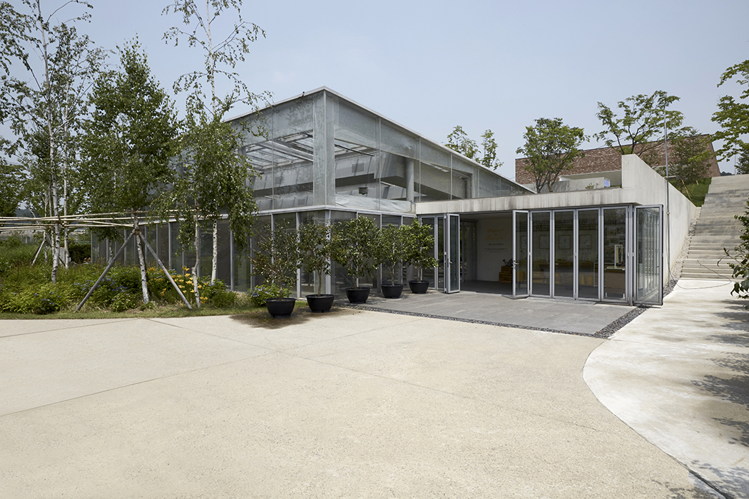 Thierry Sauvage: thierry sauvage photographer photographe Maru Architects, metropolitan architecture research unit, Green Galleries, Amore Pacific, South Korea, seoul