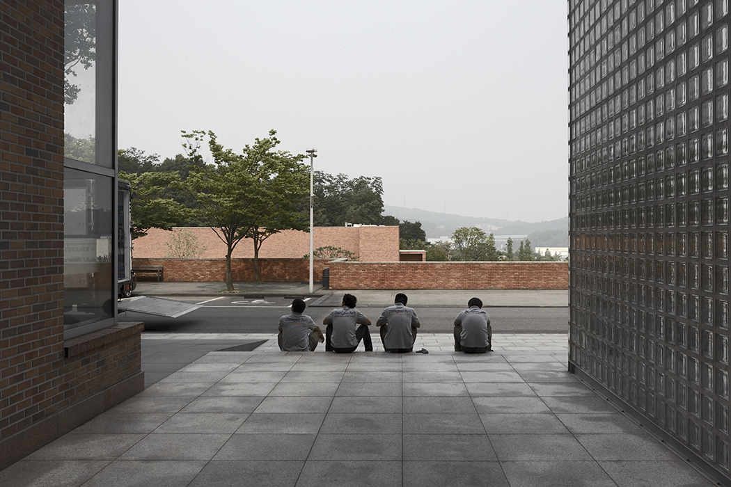 Thierry Sauvage: thierry sauvage photographe Maru architect metropolitan architecture research unit In Jea Won building, Amore Pacific South Korea Alvaro Siza architect unit), In Jea Won building, Amore Pacific, South Korea Alvaro Siza